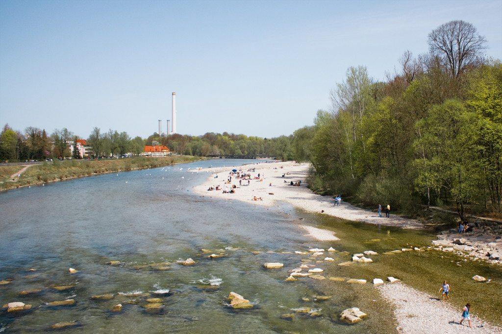 Hier gehen Münchner im Sommer baden und grillen: der Flaucher (©piu700 / pixelio.de)