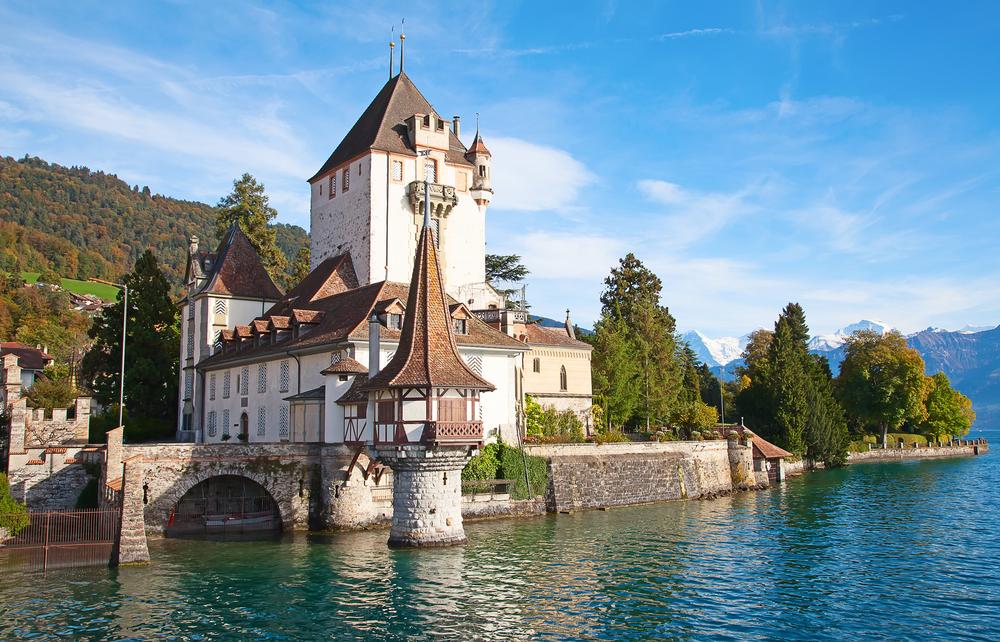 Schloss Oberhofen am Thunersee (Bild: Fedor Selivanov - shutterstock.com)