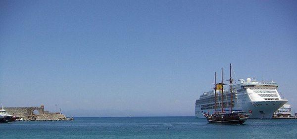Mandraki-Hafen (Bild: Burner83, Wikimedia, CC)