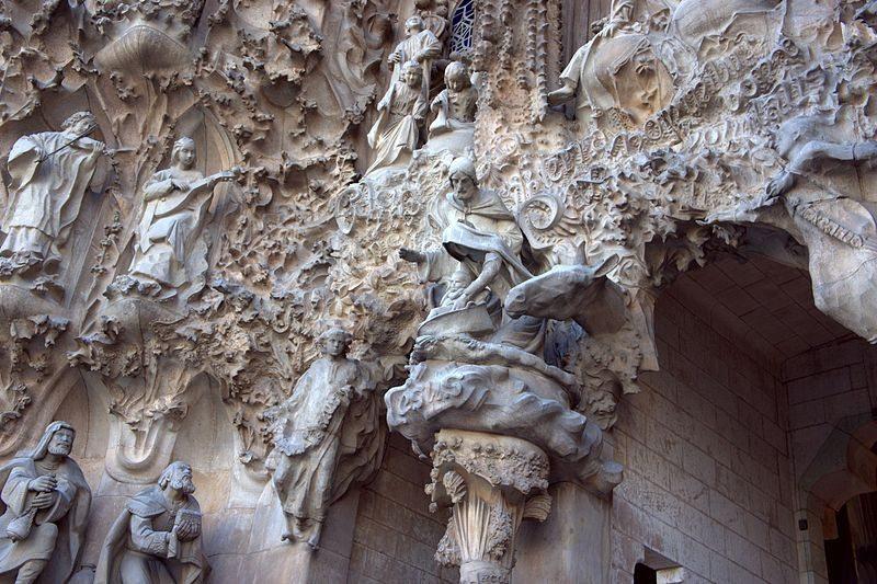 Ein Fragment der Geburtsfassade (Poniol60, Wikimedia, CC)