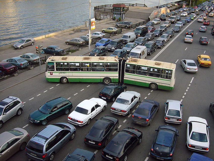 Strassenverkehr in Moskau (© Nevermind2 / Wikimedia / CC)