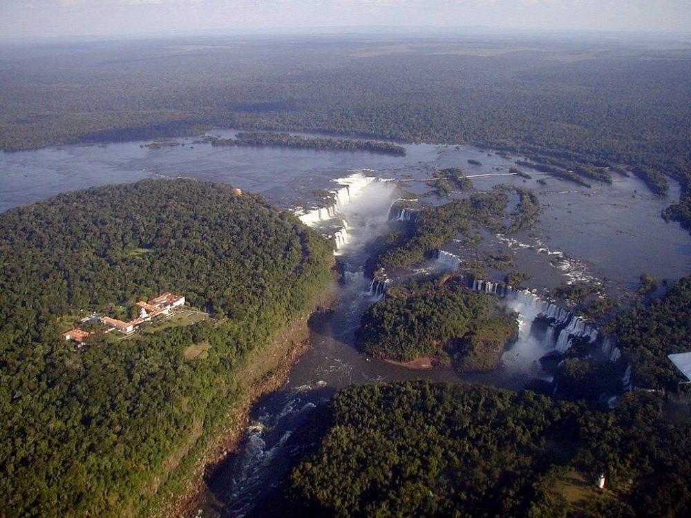 Blick auf die Iguazú-Fälle. (Urheber: Claudio Elias / Wiki / Lizenz: GFDL)