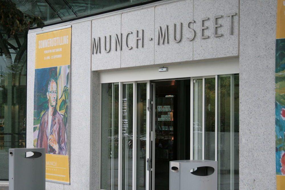 "Eingang zum Munch-Museum, Oslo. (Urheber: Jodyno / Wiki / Lizenz: <a href=""https://commons.wikimedia.org/wiki/Commons:GNU_Free_Documentation_License_1.2"""