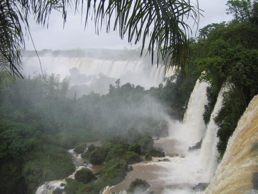 """Der argentinische Teil der Iguaçu-Wasserfälle, """"Teufelsschlund"""". (Urheber: Anouchka Unel / Wiki)"""