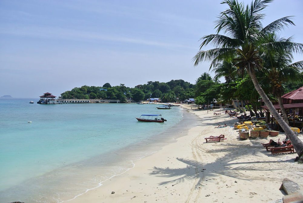 """Coral Bay, Perhentian Kecil, Malaysia. (Urheber: DTravel AU / Wiki / Lizenz: <a href=""""http://creativecommons.org/licenses/by-sa/3.0/deed.de"""" target=""""_blank"""">CC</a>)"""