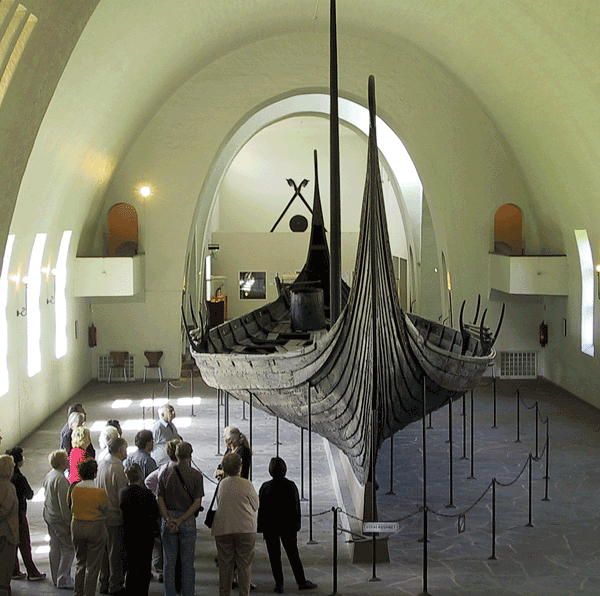 Oseberg-Wikinger-Schiff im Wikinger-Schiff-Museum, Oslo. (Urheber: Arnejohs / Wiki)