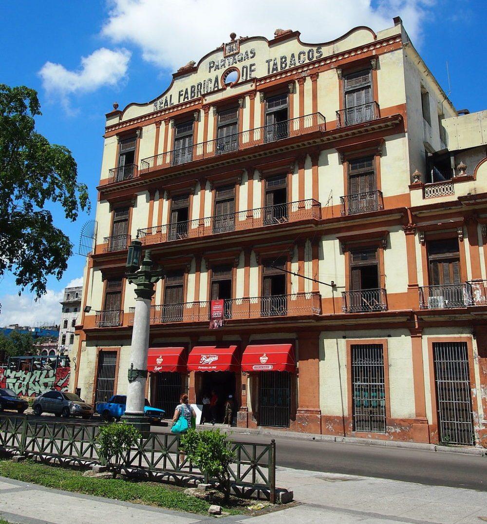 "Tabakfabrik Partagás, Havana, Cuba. (Urheber: momo / Wiki / Lizenz: <a href=""http://creativecommons.org/licenses/by/2.0/deed.de"" target=""_blank"">CC</a>)"