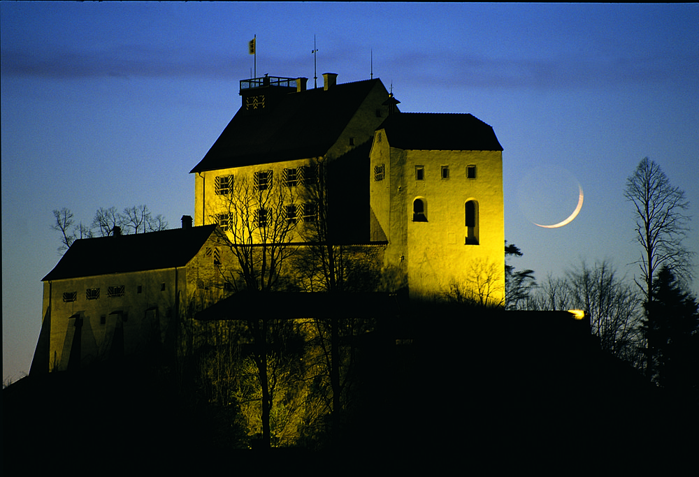 Die Waldburg bei Nacht (Bild: Gemeinde Waldburg)