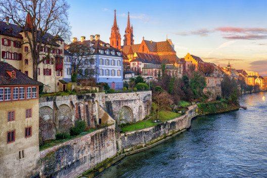 Basel am Rhein. (Bild: © Boris Stroujko - shutterstock.com)