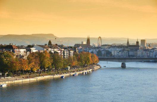 Basel liegt im Zentrum des Dreiländerecks zwischen Frankreich, Deutschland und der Schweiz. (Bild: © Capricorn Studio - shutterstock.com)