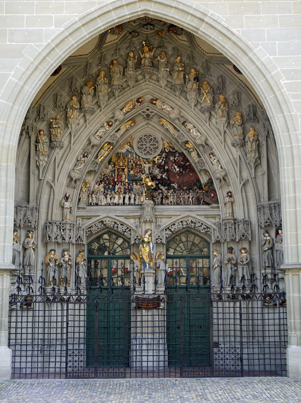 "Hauptportal des Münsters in Bern. (Urheber: Erich Westendarp / <a href=""http://pixelio.de"" target=""_blank"">pixelio.de</a>)"