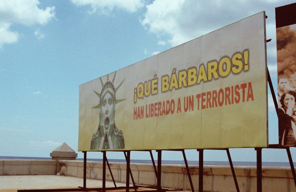 Malecon in Havana gegenüber der amerikanischen Botschaft. (Urheber: Martin Große / pixelio.de)