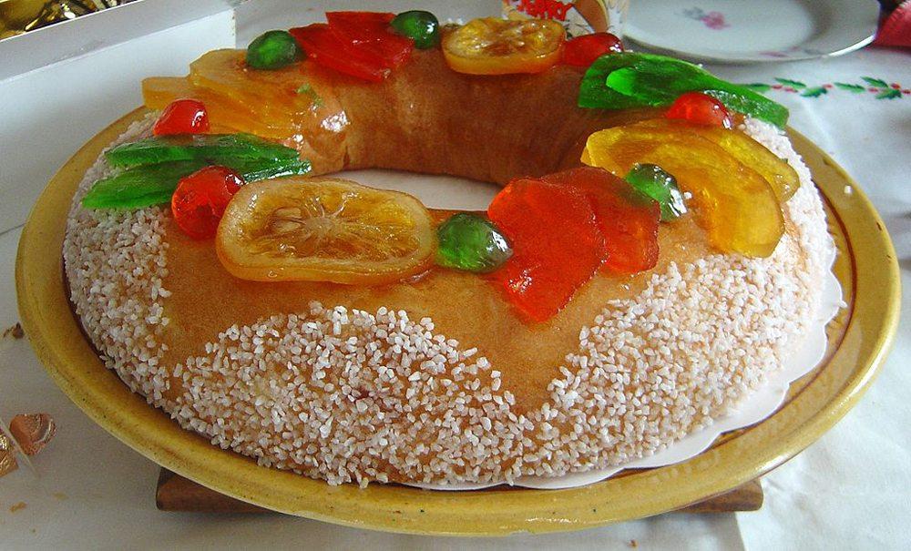 Dreikönigskuchen – roscón de reyes (Bild: David Monniaux, Wikimedia, CC)
