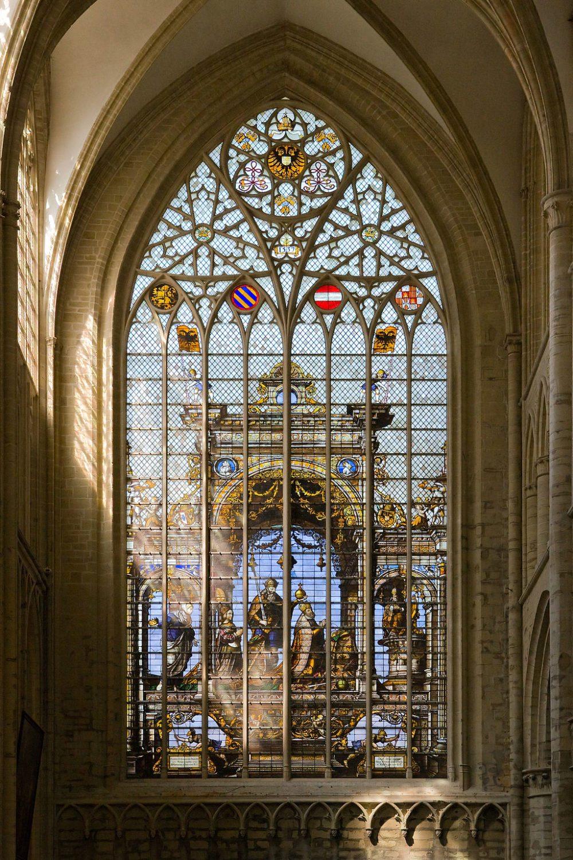 """Glasfenster im Nordquerhaus der Kathedrale St. Michael und St. Gudula, Brüssel. (Urheber: Mylius / Wiki / Lizenz: <a href=""""http://de.wikipedia.org/wiki/GNU-Lizenz_f%C3%BCr_freie_Dokumentation?uselang=de"""" target=""""_blank"""">GNU</a>)"""