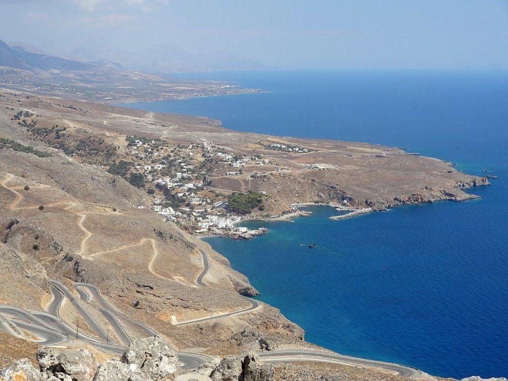 "Chora Sfakion, Kreta. (Urheber: Olaf Tausch / Wiki / Lizenz: <a href=""http://creativecommons.org/licenses/by/3.0/deed.de"" target=""_blank"">CC</a>)"