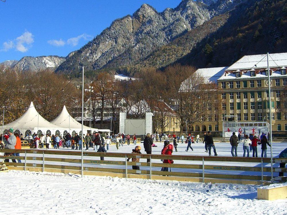 Eisfeld auf der Quaderwiese, Chur. (Urheber: Bravuogn / Wiki)