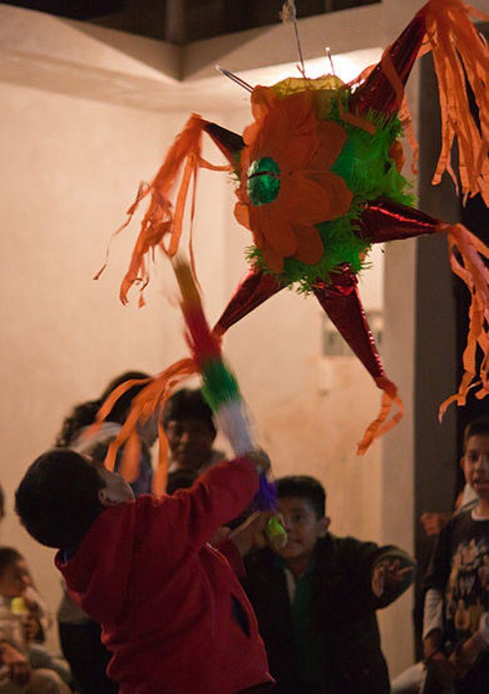 Piñata-Spiel in Mexiko (Bild: Nsaum75 at en.wikipedia, Wikimedia, CC)