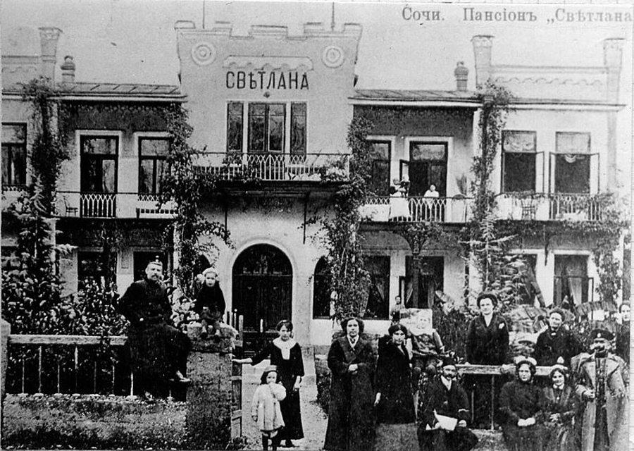 """Ferienheim """"Svetlana"""" in Sotschi, um 1910 (Bild: Wikimedia)"""
