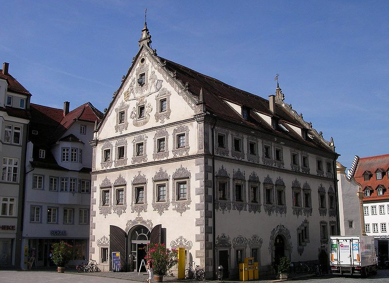 Lederhaus – heute residiert hier die Post (Bild: Oliver Kurmis, Wikimedia, CC)