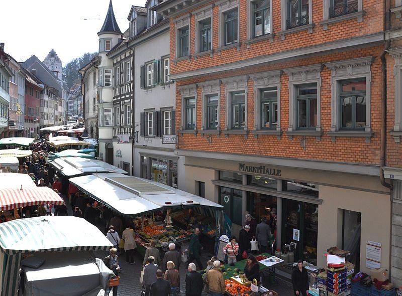 Ravensburger Wochenmarkt (Bild: Andreas Praefke, Wikimedia, CC)