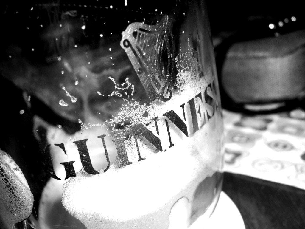 Nichts geht für einen Iren über ein frisches Guinness. (Bild: Woyzeck / pixelio.de)