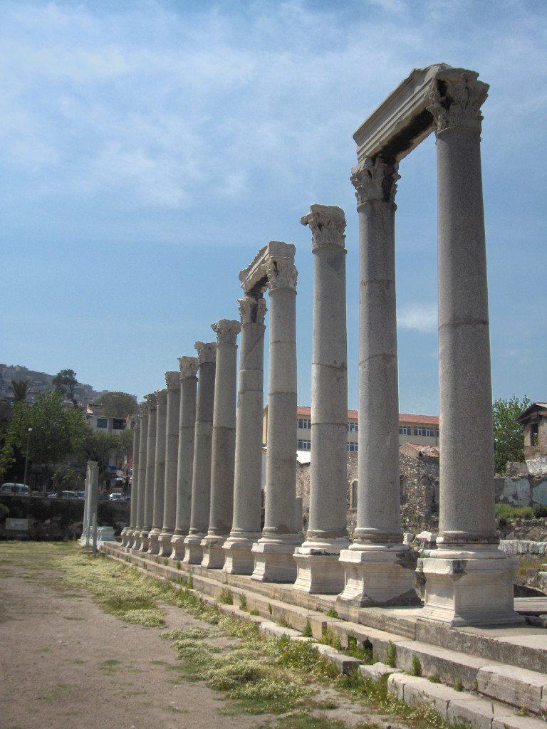 Die Agora von Izmir: Zeugin der einst blühenden hellenistischen Hochkultur. (BIld. Georges Jansoon / Wikimedia / Public Domain)