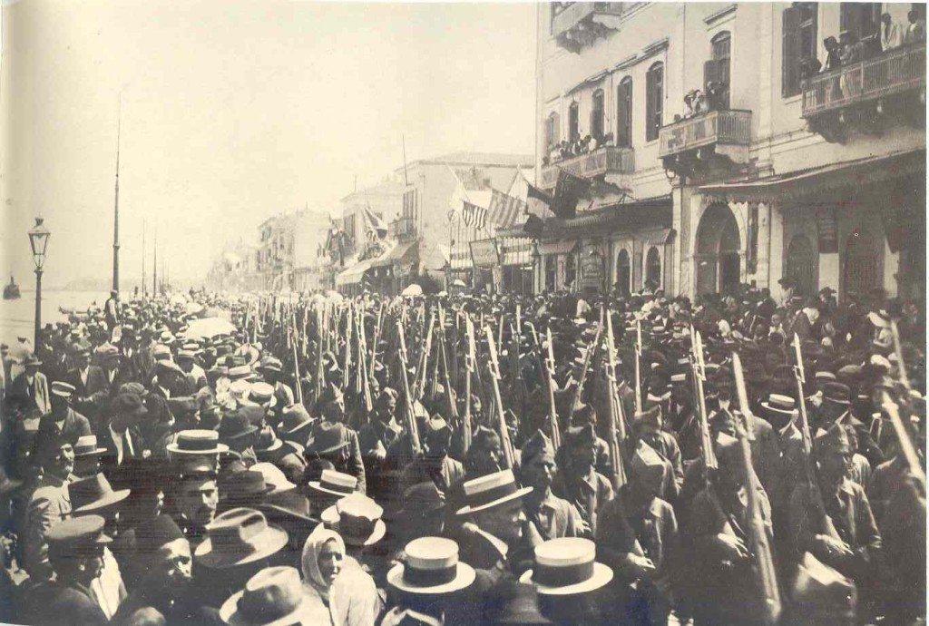 2. Mai 1919: Griechische Truppen marschieren in Smyrna ein. (Bild: Unbekannter Autor / Public Domain)