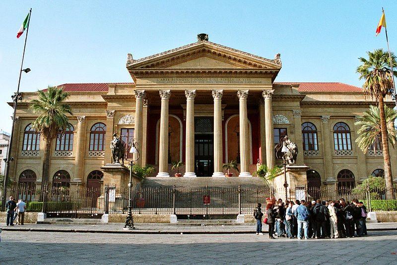 Das Teatro Massimo ist das drittgrösste Opernhaus Europas. (Bild: bjs / Wikimedia / CC)