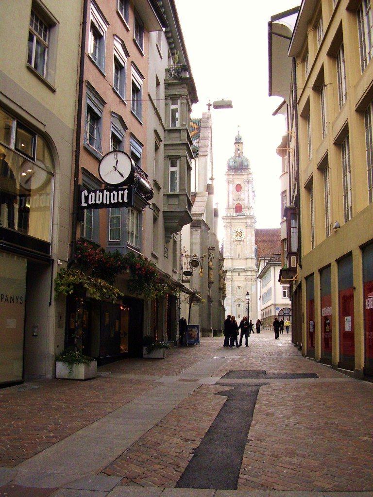 Ungemein beschaulich sind die Altstadtgassen St. Gallens. (Bild: zaubervogel / pixelio.de)