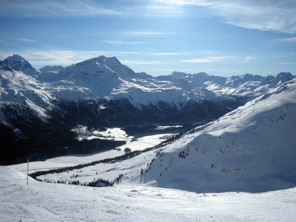 St. Moritz bietet mit seinen umliegenden Skigebieten 350 km traumhafte Pisten. (Bild: Melanie Regner / pixelio.de)