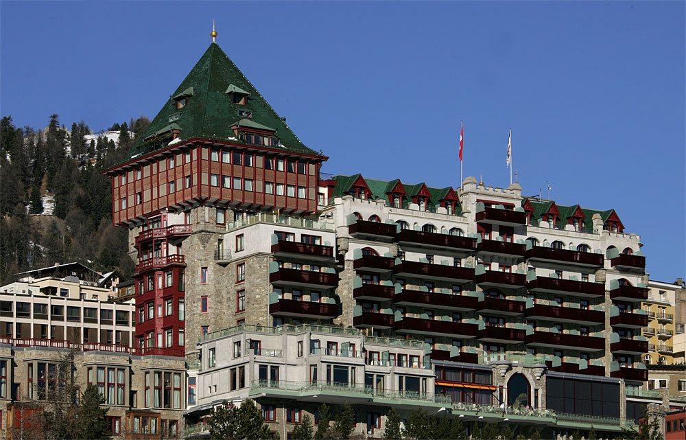 Das Luxushotel Badrutt's Palace in St. Moritz. (Bild: Roland Zumbühl / Wikimedia / CC)