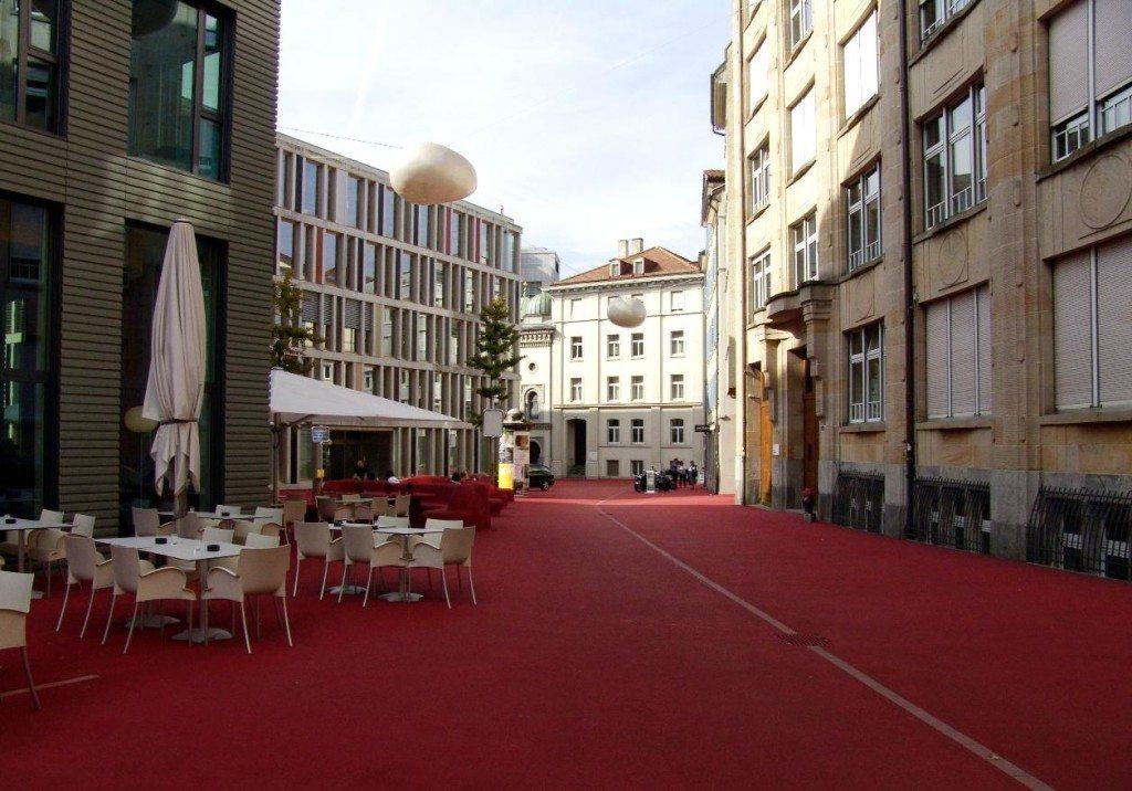 Die St. Gallener Stadtlounge lädt ein zum Verweilen, Entspannen und Spielen. (Bild: Schaffhausen / Wikimedia / Public Domain)