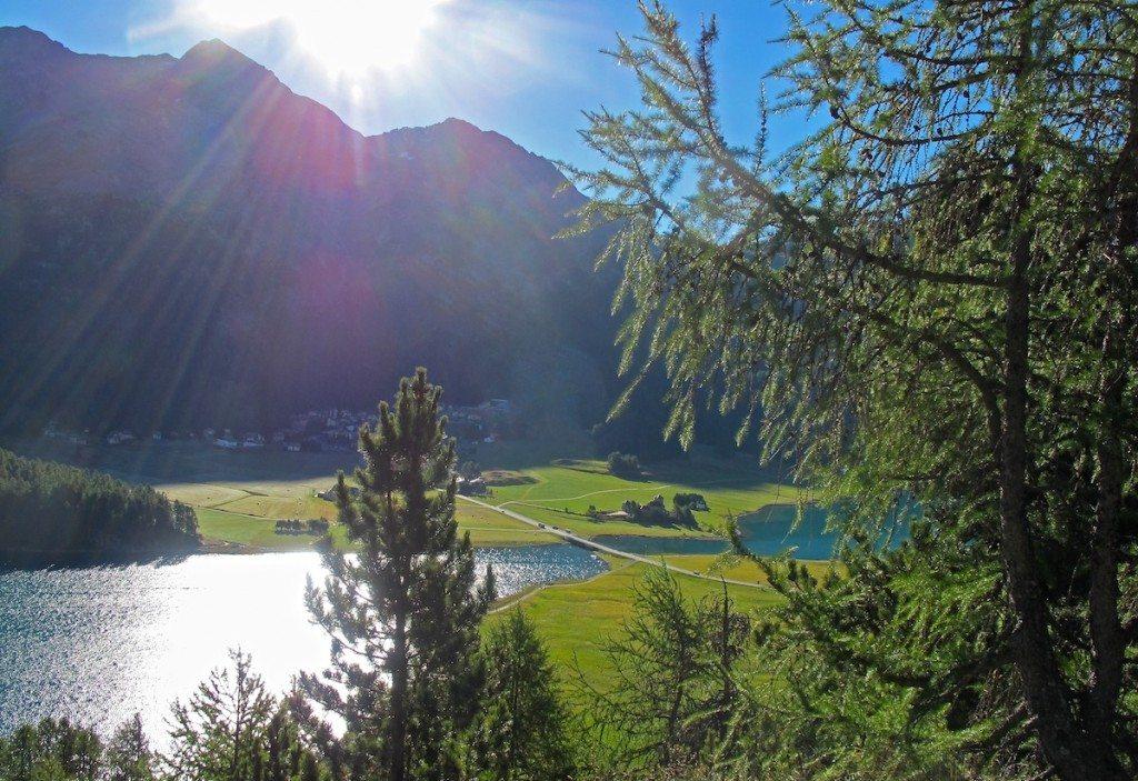 Auch im Sommer ist die Engadiner Natur rund um St. Moritz wunderschön. (Bild: Joujou / pixelio.de)