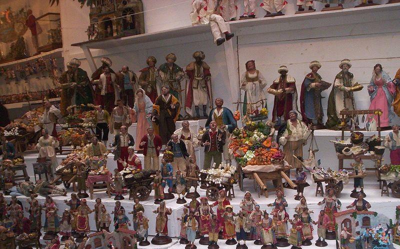 Auf dem Weihnachtsmarkt (Bild: square87, Wikimedia, CC)