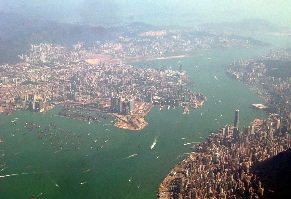 Hongkong und Kowloon (Bild: Toby Oxborrow; Wikimedia, CC)