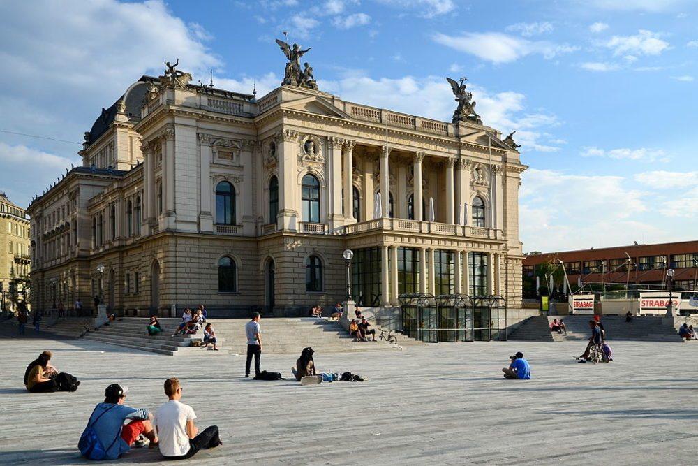 Opernhaus Zürich (Bild: Ronald zh, Wikimedia, CC)