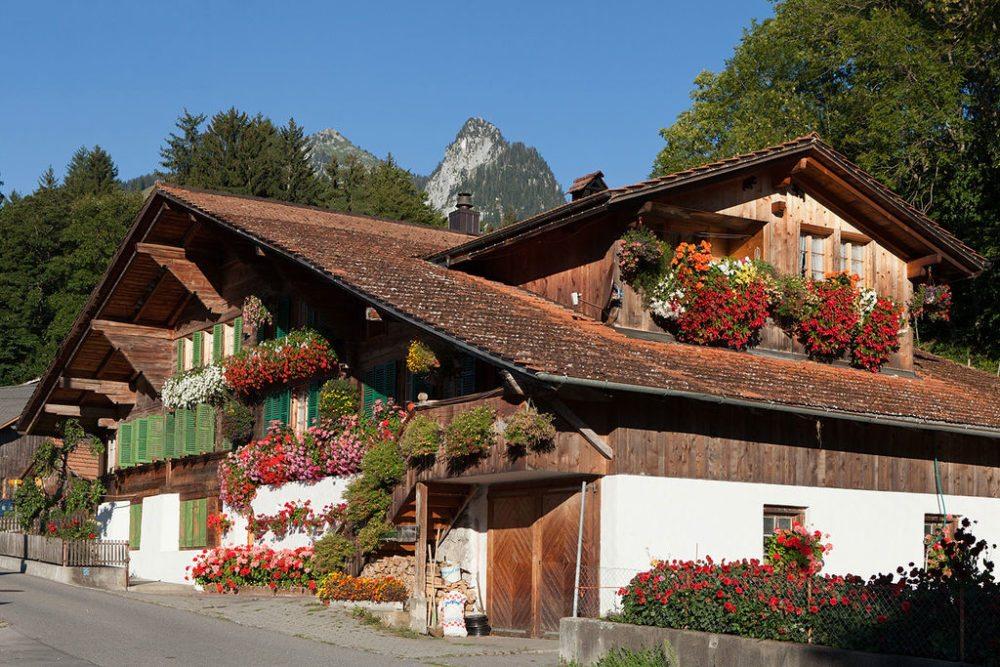 Simmentaler Bauernhaus (Bild: Roland Zumbuehl, Wikimedia, CC)