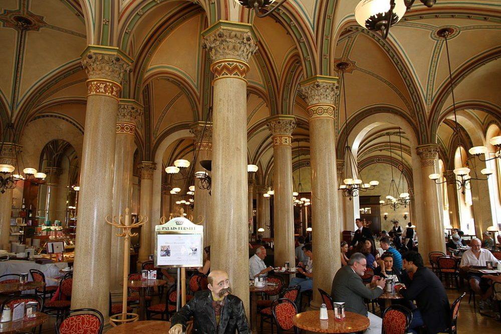 Café Central in Wien (Bild: Clyton Tang, Wikimedia, CC)