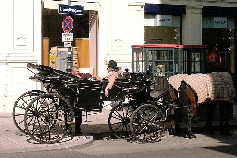 Wiener Fiaker-Kutscher bei der Pause (Bild: Túrelio, Wikimedia, CC)