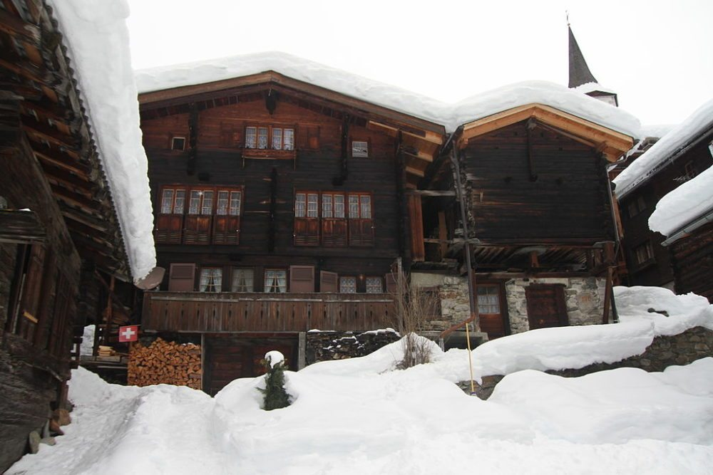 Traditionelle Walliser Holzhäuser in Kippel (Bild: Manuae, Wikimedia, CC)