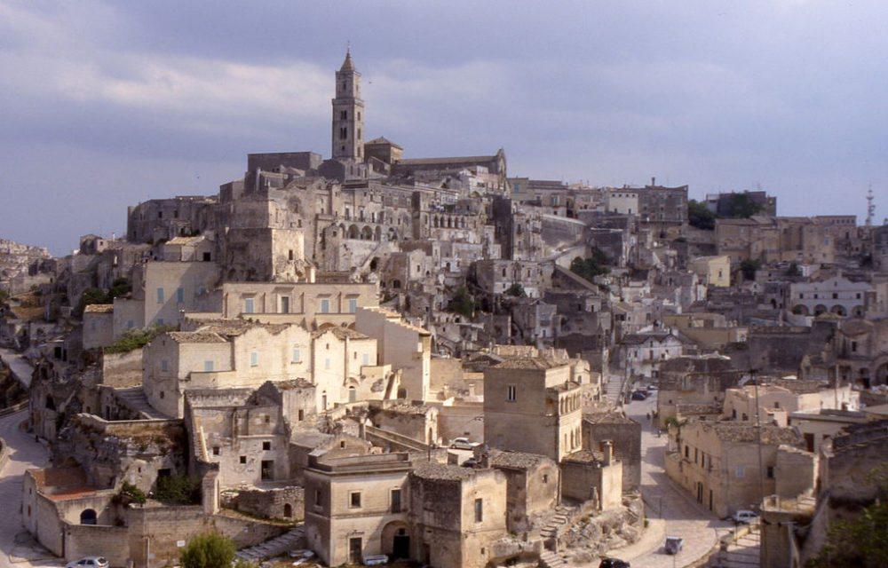 UNESCO-Weltkulturerbe Bergdorf Matera bei Bari (Bild: Joergsam, Wikimedia, CC)