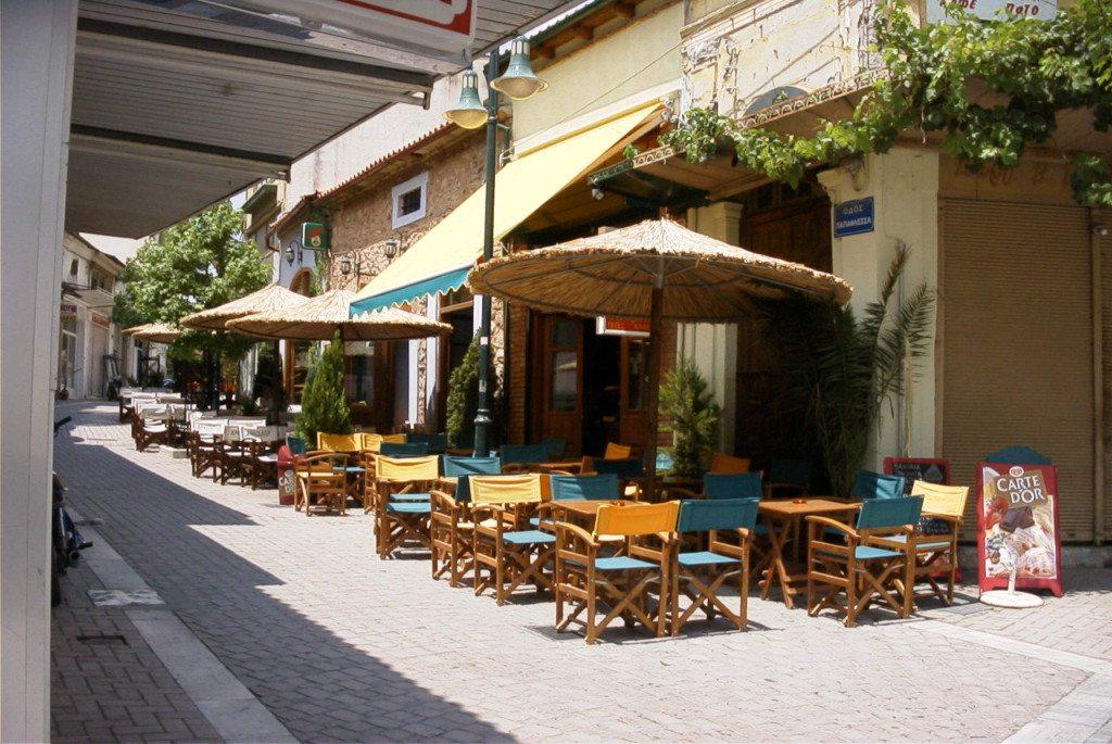 Strassencafés in Thessaloniki (Bild: Volker Innig  / pixelio.de)