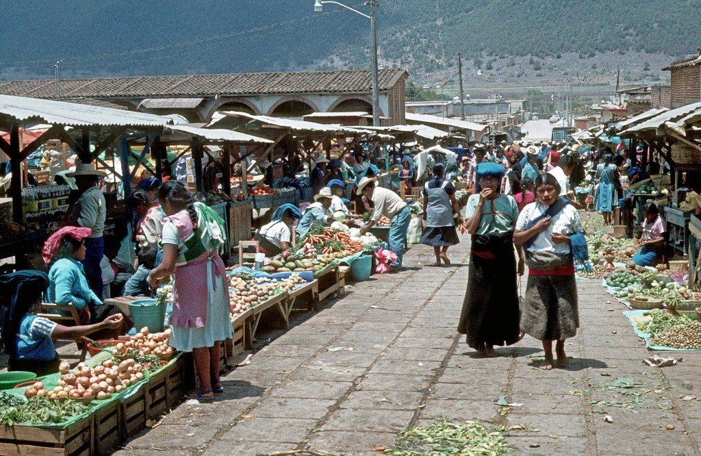 Markt in Mexiko (Bild: Helmut Wegmann  / pixelio.de)