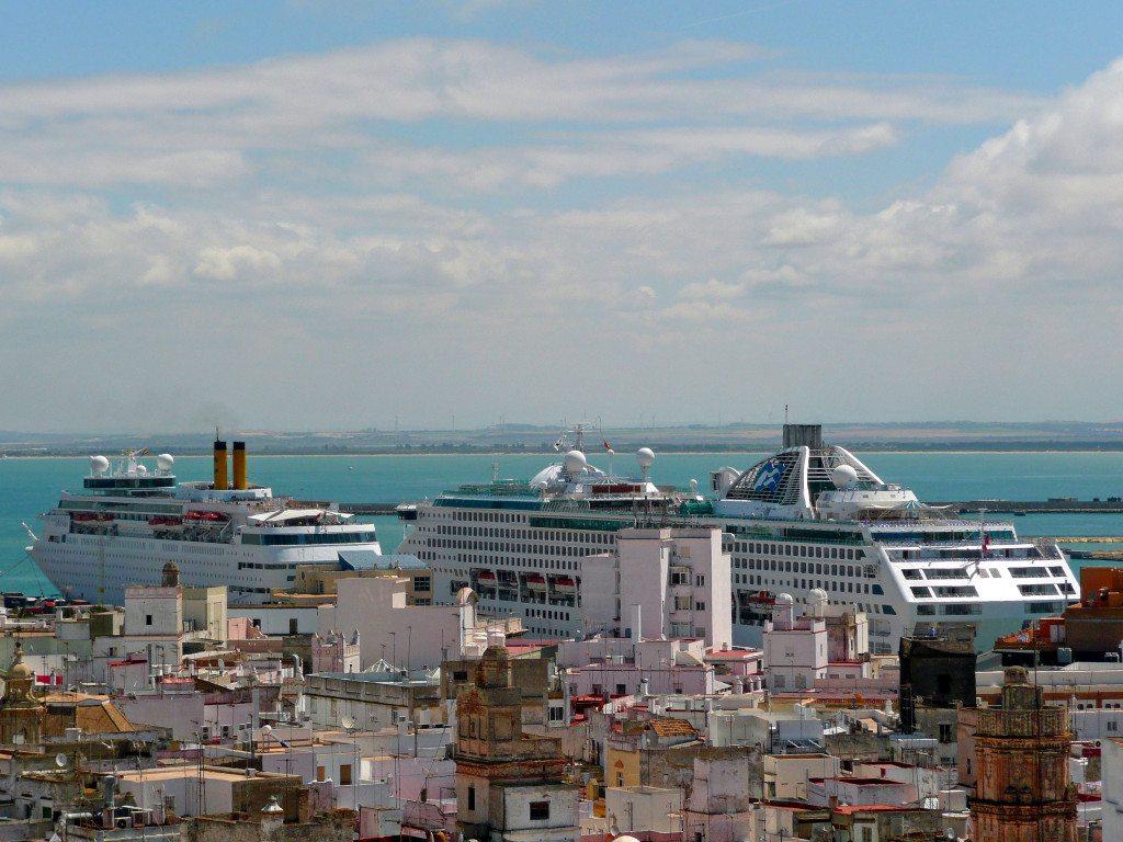 Kreuzfahrthafen von Cádiz (Bild: Gabi Schoenemann  / pixelio.de)