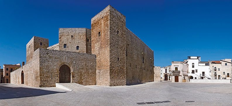 Castello Svevo in Bari (Bild: Frankiechimi, Wikimedia, CC)