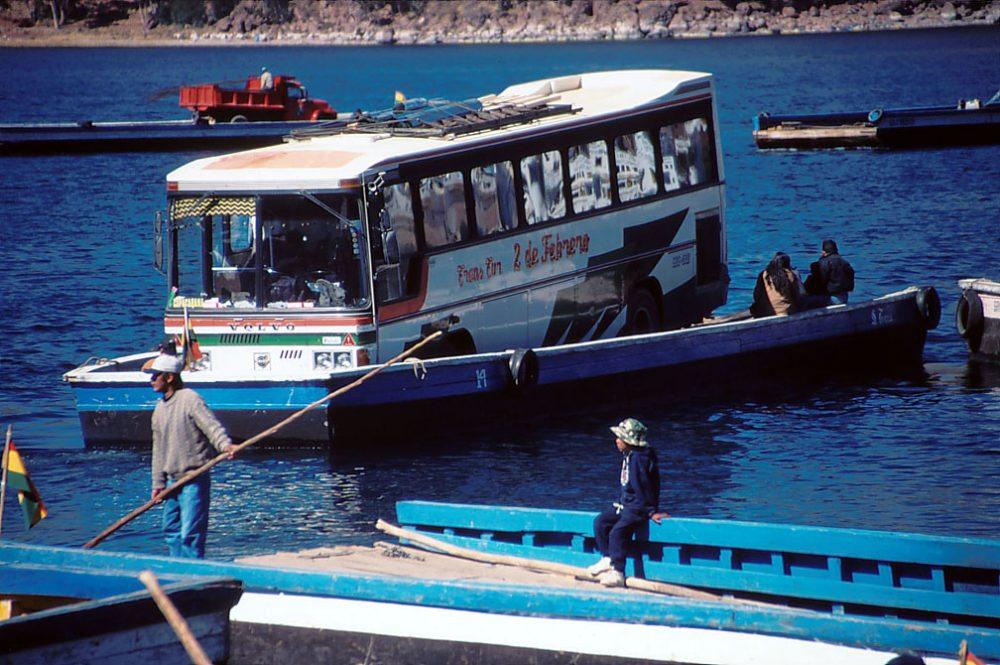 Fähre über Titicacasee (Bild: Henning Schmidt / pixelio.de)