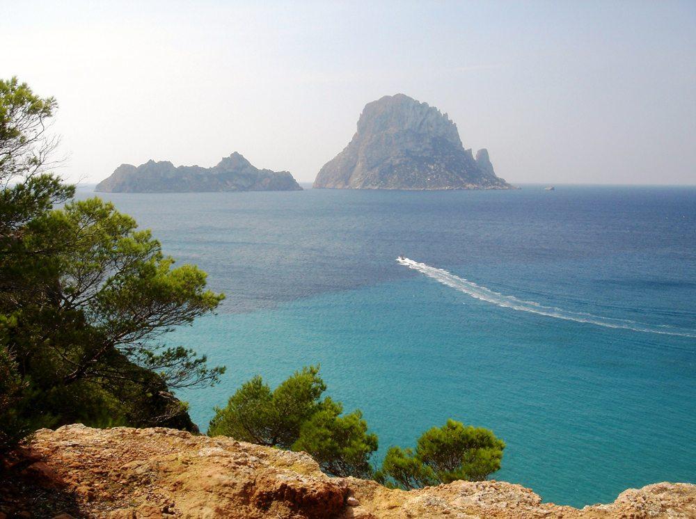 Die mythischen Inseln Es Vedrella und Es Verdá gelten als UFO-Orientierungspunkt, Spitze von Atlantis oder Heimat von Homers Sirenen. (Bild: Makrodepecher  / pixelio.de)