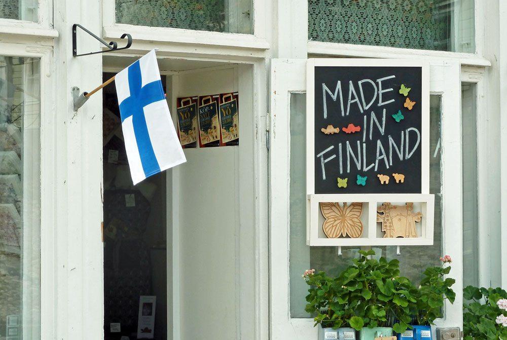 Der finnische Nationalstolz lässt sich überall spüren (Bild: Andrea Damm  / pixelio.de)