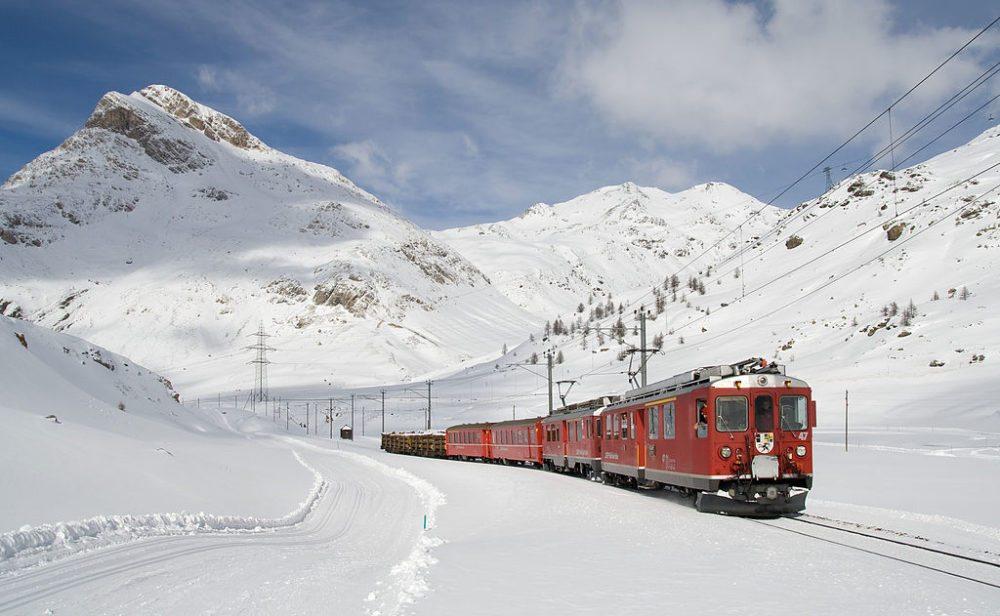 Berninabahn zwischen Lagalb und Ospizio (Bild: Kabelleger/David Gubler, Wikimedia, CC)