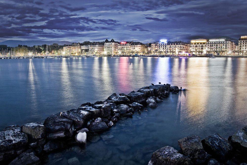 Genf bei Nacht (Bild: Christian Perez, Wikimedia)